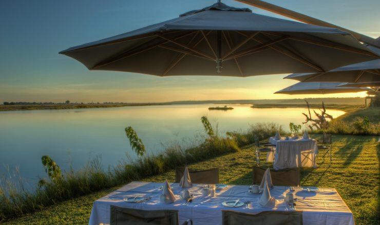 Chobe Game Lodge - dîner au bord de la rivière
